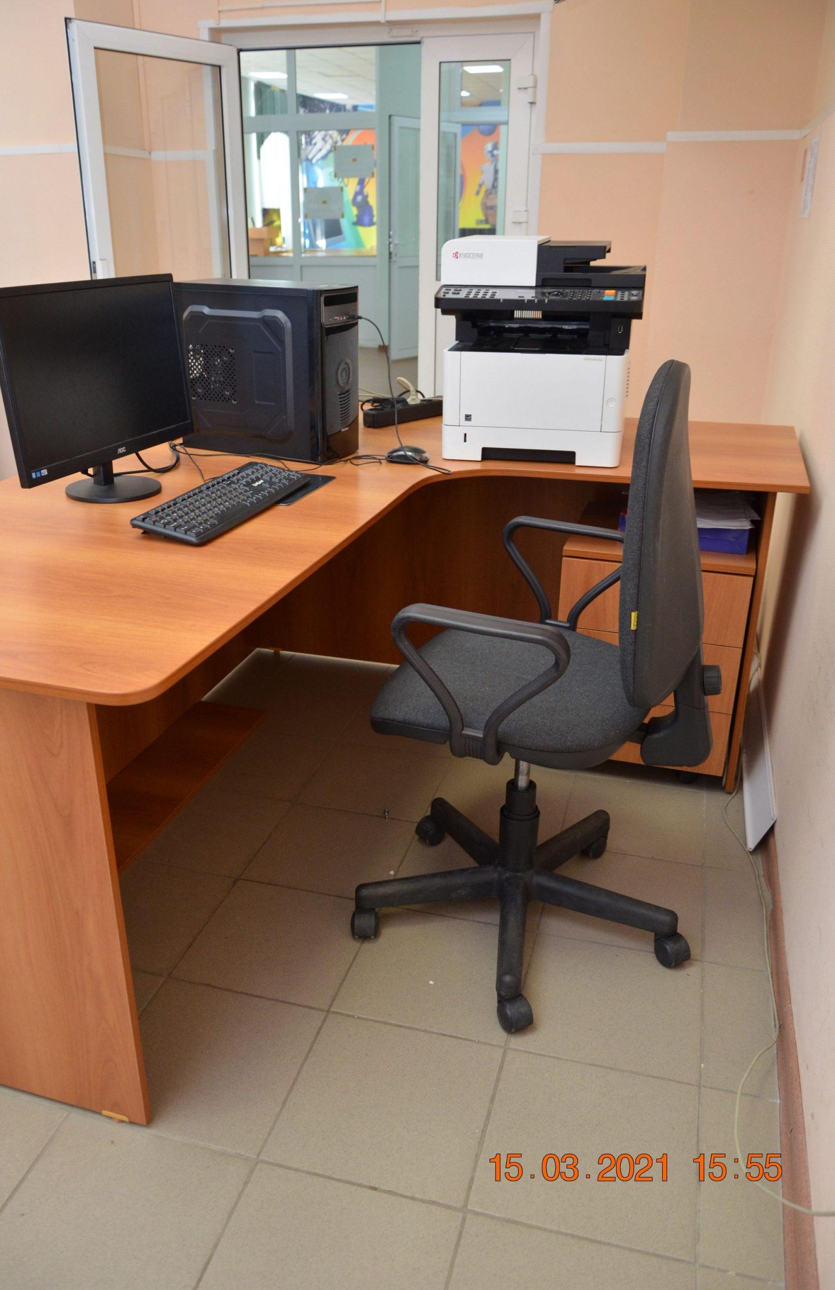 Рабочее место главного эксперта с выходом к рабочим местам участников